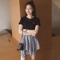 Champi - 套装: 短袖心心刺绣T恤 + 深浅格纹迷你裙