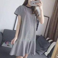 Jolly Club - 条纹T恤裙