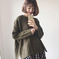 Hidari - Cable Knit Sweater