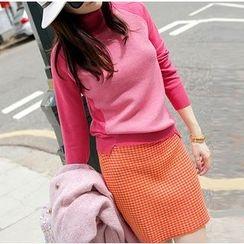 Ashlee - Set: Two-Tone Turtleneck Knit Top + Knit Skirt
