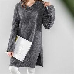 PIPPIN - V-Neck Slit-Hem Knit Dress