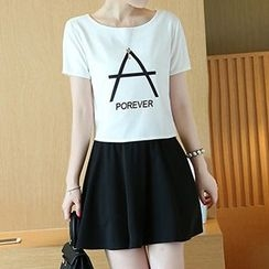 Glen Glam - 套装: 印字短袖T恤 + A字裙