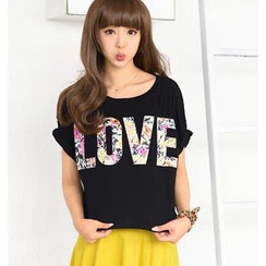 "59 Seconds - Short-Sleeve ""LOVE"" Print Top"
