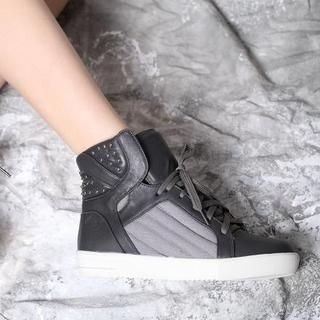 AM Chics - Lace-up Studded  Sneaker