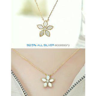 soo n soo - Flower Pendant Necklace