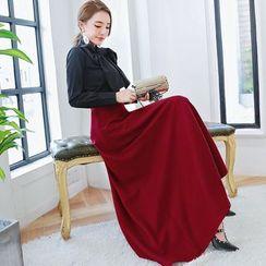 Romantica - Set: Long-Sleeve Bow-Accent Blouse + Plain A-Line Maxi Skirt