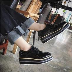 時尚麥樂 - 厚底船跟漆皮繫帶牛津鞋