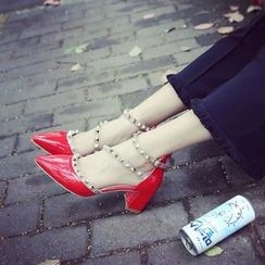 Charming Kicks - Chunky Heel Studded Pointed Sandals