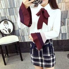 Romantica - Set: Tie-Neck Blouse + Plaid Skirt