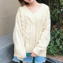 Rollis - Cable Knit V-Neck Sweater