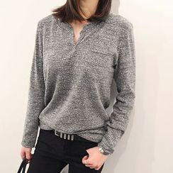 NANING9 - Cutout-Neckline Pocket-Front T-Shirt