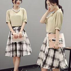 Ashlee - Set: Elbow-Sleeve V-Neck Top + Plaid A-line Skirt