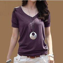 Raisin - V-neck Short-Sleeve T-shirt
