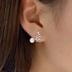 ViVi Pearl - Freshwater Pearl Rhinestone Ear Cuff