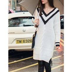 GUMZZI - V-Neck Cable-Knit Dress