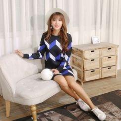 Sienne - Set: Geometric Pattern Sweater + Knit Skirt