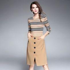 Ozipan - 3/4-Sleeve Paneled Buttoned Dress