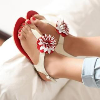 77Queen - Genuine Leather Flower-Accent Thong Sandals