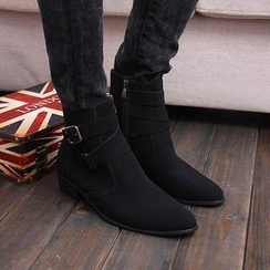 Hipsteria - Faux-Suede Buckled Short Boots