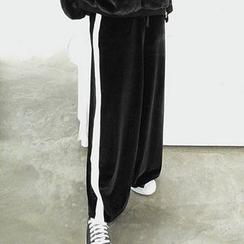 chuu - Contrast-Trim Velvet Wide-Leg Sweatpants