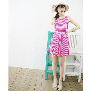 Dodostyle - Cross-Strap Back Sleeveless A-Line Dress