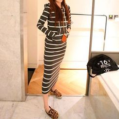 Queen Bee - Long-Sleeve Striped Midi Dress