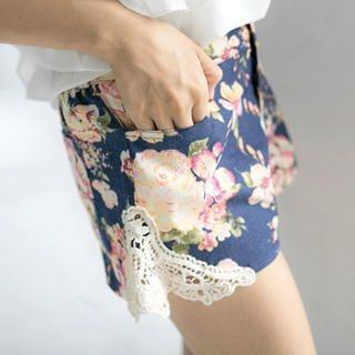Tokyo Fashion - Crochet Trim Floral Print Shorts