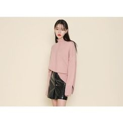 Envy Look - Mock-Neck Dip-Back Knit Top