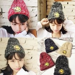 Pompabee - Smiley Face Cable Knit Beanie