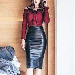 Soraka - Set: Bow-Accent Sweater + Faux-Leather Skirt