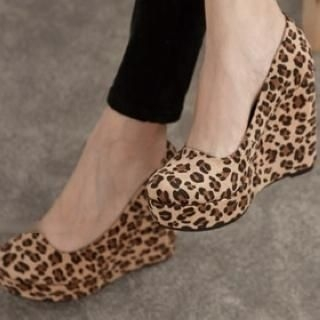 FM Shoes - Leopard-Print Wedge Pumps
