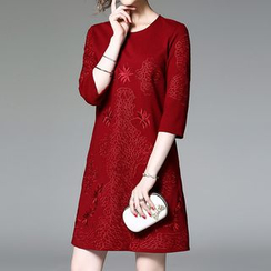 Alaroo - Embroidered 3/4-Sleeve Shift Dress