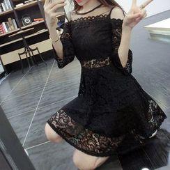 Silkfold - 短袖蕾丝拼接A字连衣裙