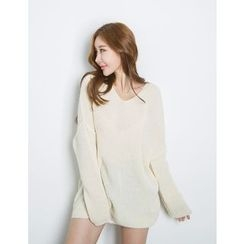 GUMZZI - V-Neck Knit Top