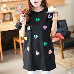Classic Lady - Short-Sleeve Heart Appliqué T-Shirt