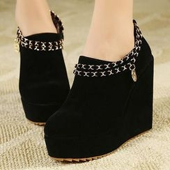 Mancienne - Chain-Accent Wedge Ankle Boots