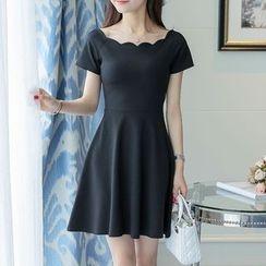 Maine - 短袖A字连衣裙
