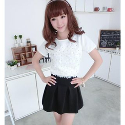 59 Seconds - Set: Short-Sleeved Flower Appliqué Top + Pleated Mini Skirt