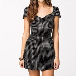 Richcoco - Short-Sleeve Dotted A-Line Dress