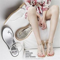 Reneve - Láme T-Strap Flat Sandals