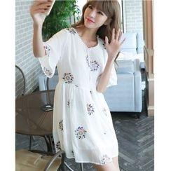 Dowisi - V-neck Short-Sleeve Chiffon Dress