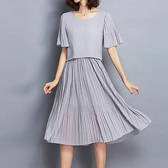 Fashion Street - Short Sleeve Pleated Midi Dress