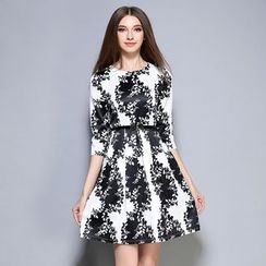 Cherry Dress - 3/4-Sleeve Patterned Dress