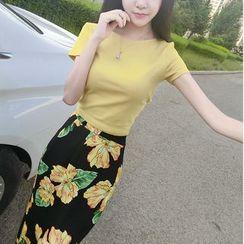 Mi Camilla - Set: T-Shirt + Floral Pencil Skirt