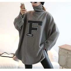 NANING9 - Turtle-Neck Oversized Lettering Pullover Tunic