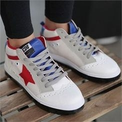 CHICFOX - Wing-Tip Star-Appliqué Sneakers