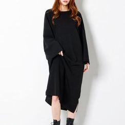 FASHION DIVA - Pocket-Side Long T-Shirt Dress