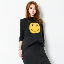 FASHION DIVA - Sleeveless Smile Print Knit Top