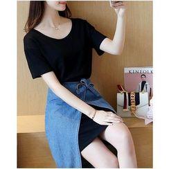 Dowisi - Set: Plain Short-Sleeve T-Shirt Dress + Denim Apron Skirt