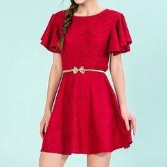 草莓花朵 - 荷叶袖蕾丝连衣裙